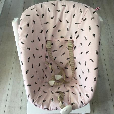 Stokke Newborn hoes roze met zwarte veertjes