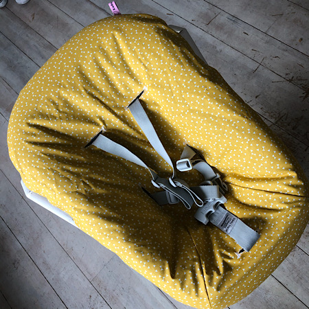 Stokke Newborn hoes nieuw model! Strikjes wit oker geel