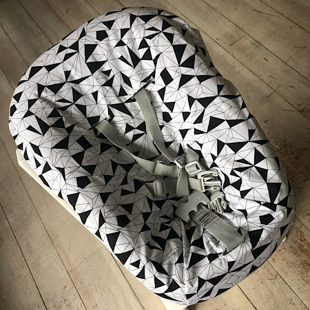 Stokke Newborn hoes nieuw model! Driehoeken geometrisch zwart wit
